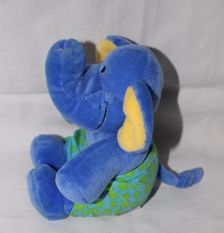 Ae88. plyšový slon,