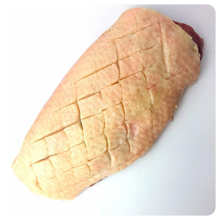 Hydina má na prsiach tuk najmä pod kožou. Treba im teda narezať kožu až takmer ku svalom, nie však svaly samotné. Podkožný tuk sa pomalým vypekaním dostáva spod kože do panvice a samotná koža zostáva chrumkavá (ako oškvarky).