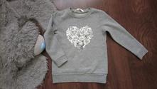 Šedá mikina srdce flitrove, 104