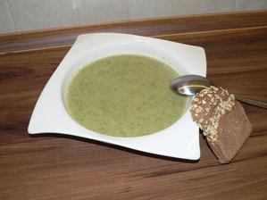 VEČEŘE: brokolicová polévka (nejlepší jaká se mi zatím povedla) a plátek žitného kváskového chleba