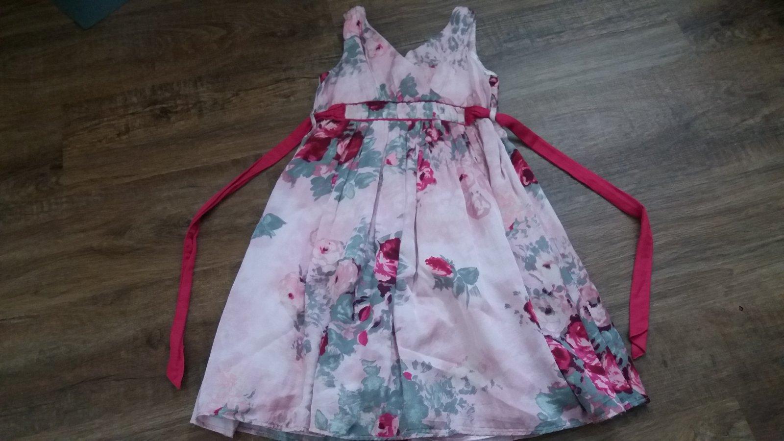 72b58b7c27c3 Sváteční šaty s květy