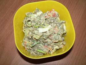 VEČEŘE: čočkový salát (čočka, vařené vajíčko, pórek, paprika, trocha jogurtu, trocha bylinek, trocha soli)