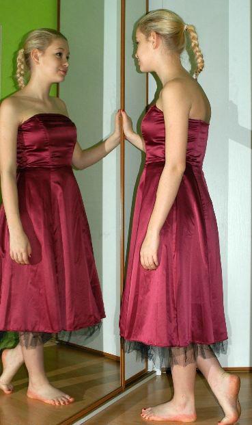Společenské plesové i letní šaty bez ramínek 066422333d