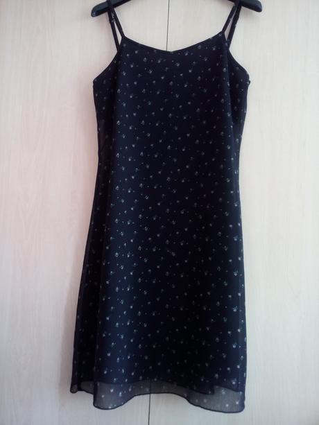 Černé šaty s kvítky, 38