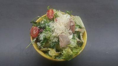 Odpoledni svacina:zeleninovy salat s kurecim masem a trochoz riccoty