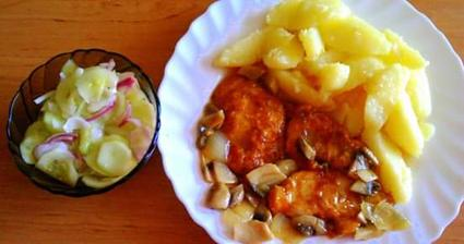 Kuracie prsia marinované so šampiňónmi, zemiaky a uhorkový šalát 😉