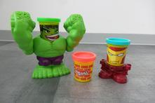 Modelína play doh - hulk a iron man,