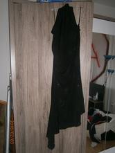 Černé plesové šaty, 38