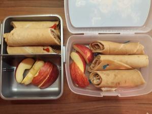 Ovesné palačinky s cukrem a skořicí, jablko