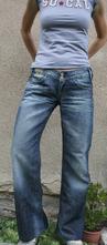 Tmavě modré džíny, 38
