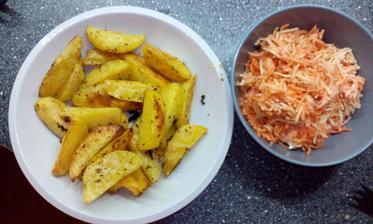 pečené brambory v troubě, zeleninový salát :-)