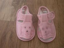 Roztomilé sandálky, 19