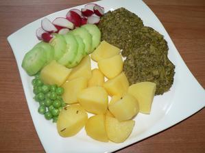 OBĚD: brokolicové placičky pečené v troubě (podruhé zkouška placiček pečených a eh...asi se u nás fakt neuchytí), vařený brambor, zelenina