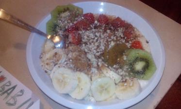 jáhlová kaše z kokosového mléka, ovoce, skořice, mandle, med :-)