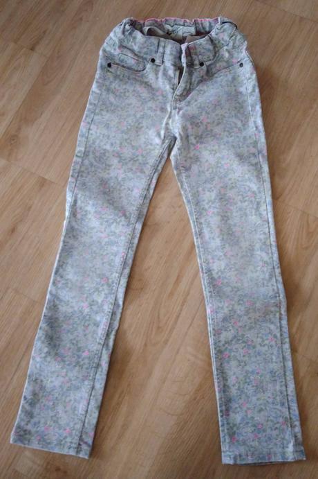 E179 - kalhoty šedé s kytičkami , l.o.g.g.,122