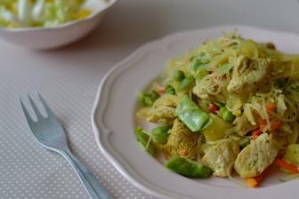 Skleněné nudle se zeleninou a krůtím masem