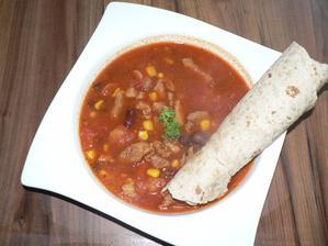 """OBĚD: """"něco jako Chilli con carne"""" (maso, kukuřice, fazolky, rajčata, paprika) se špaldovo-ovesnou tortillou"""
