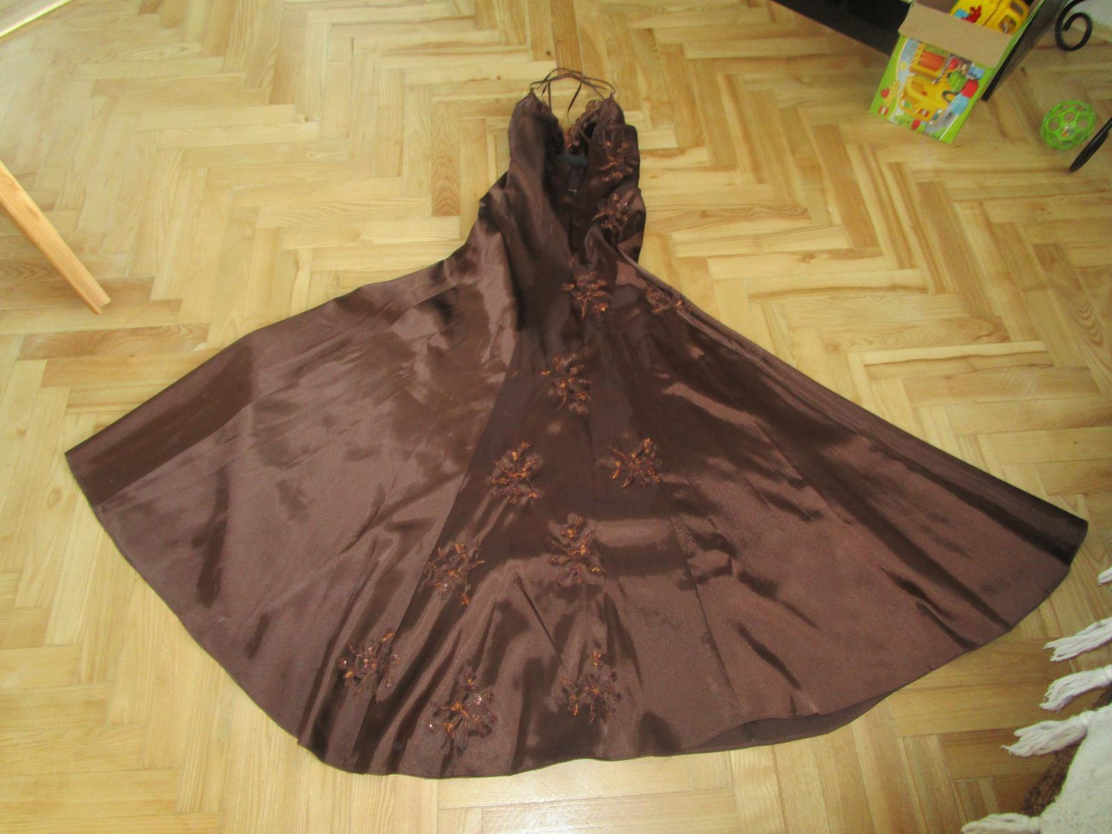 Hnědé plesové šaty 6ef2fd935f