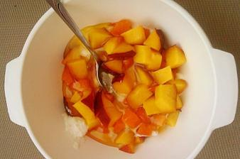 Biely jogurt a nektarinka, marhuľa a med