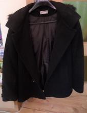 Černý zimní kabát s kapucí., 40