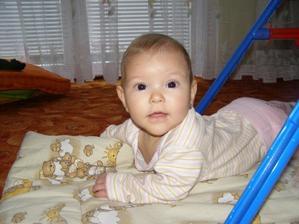 Už je mi šest měsíců, mamka říká, že to hrozně letí...:o)))