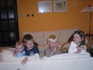 18.10.2009 Lukášek, jiřík(bratranec),Tomík a sestřenice terezka - jsme velká parta
