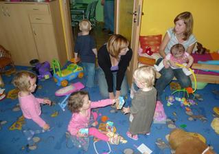 Tolik dětiček bylo a ještě jeden nejmenší spinká vedle :)