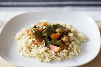 Marocký zeleninový tajine s bulgurem podle Kitchenette