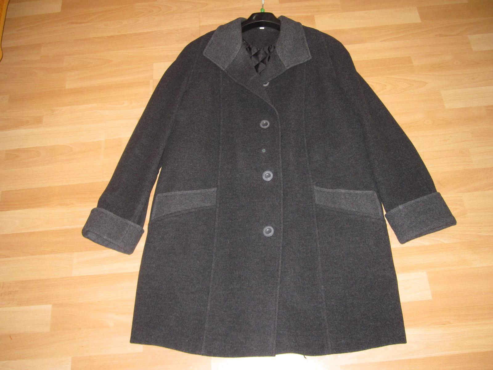 55477a75f6ea Elegantní butikový antracit. kabát skoro nenošený