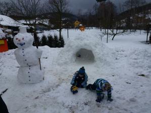 I sněhuláka máme:-)