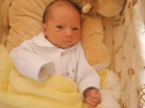 Adámek,5 dní po porodu