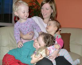Kamarádka Zuzka a 4 dětičky (jedno má schované v bříšku)
