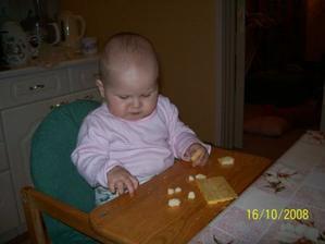 ...copak nemůžu mít normální jídlo (mlíčko od mamí)???