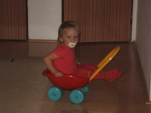 Mimi v kočárku :-)