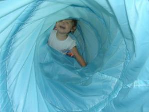 lezu do tunelu, nebojím se ničeho :-)
