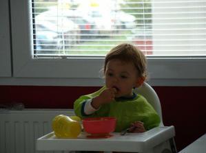 tatínek tajně fotí, jak poprvé sama jím a nikdo u mě nesedí! (17.10.2009)