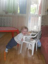 Jé a ono jde i stát, pomohla mi židlička.