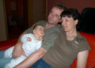 Babička, děda a jejich druhé vnoučátko :)