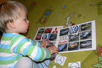 Ze znaků, bez zásahu, přiřadil jen Mitsubishi, ale poznal tam asi 8 aut. Budeme zkoušet dále, baví ho to.