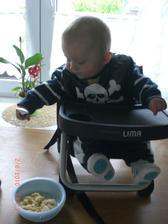 Tobias obědvá:-)