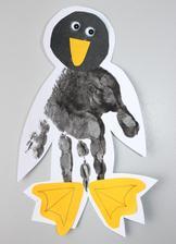 ZOO týden_tučňák (obtisk dlaně (vodovky) + dolepení zobáku, očí a nohou)