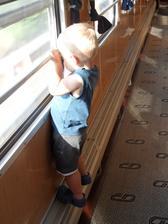 Jak zabavit dítě ve vlaku? - Stačí okna :-D