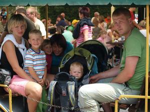 Jedna fotečka, kde jsme celá rodina a naši kamarádi Jíťa s Radečkem.