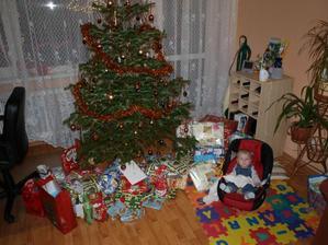 Jenom Ondra se všemi dárky.