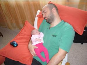 Unavený táta a unavené miminko :-)
