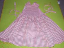 Kostičkované šaty, 122