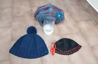 černá je pro Verunku na maškarní, baret pro babičku ke kočárku a modrá pro brášku ke kočárku s jejich Filípkem
