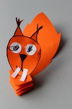 poskakující veverka (papírová skládačka + lepení)