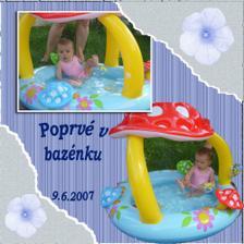 Kristýnka v bazénku