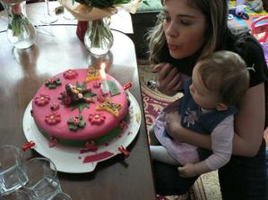 Maminka mi upekla kásný dort